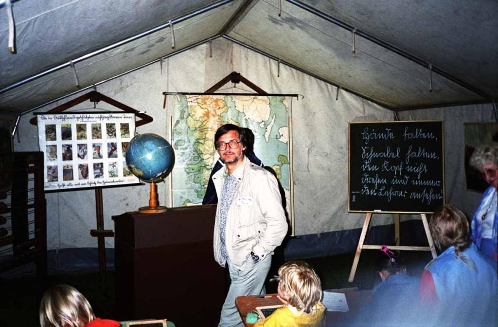Hartmut Tank im Ausstellungszelt